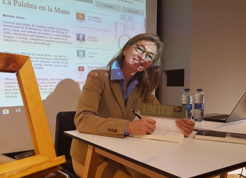 Marimén Ayuso presenta 'La Palabra en la Mano' en el Cerecusor