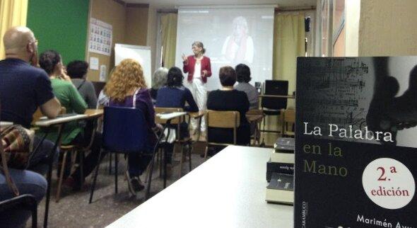 Marimén Ayuso presenta 'La Palabra en la Mano' en la Llar de Sords